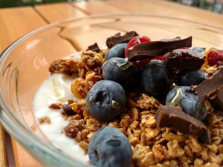 yogurt intero bianco e granola (1)